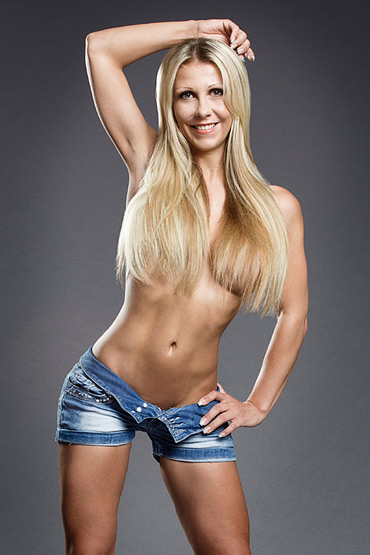 Blonde Stripperin aus Berlin - Julia la Moure